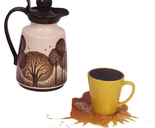 Comment enlever les taches de café ? 5 méthodes