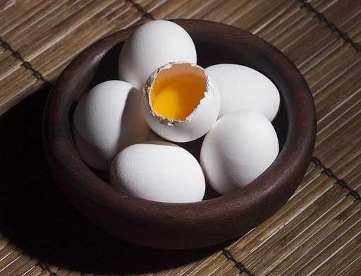 la technique du jaune d'œuf pour enlever une tache de café