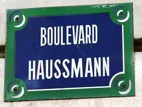 Pla plaque d'un boulevard qui porte le nom de Haussmann