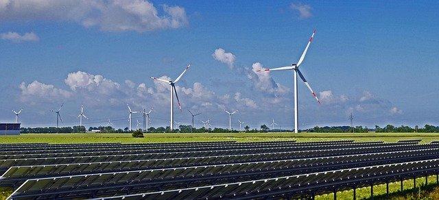 Choisir entre énergie solaire ou énergie éolienne
